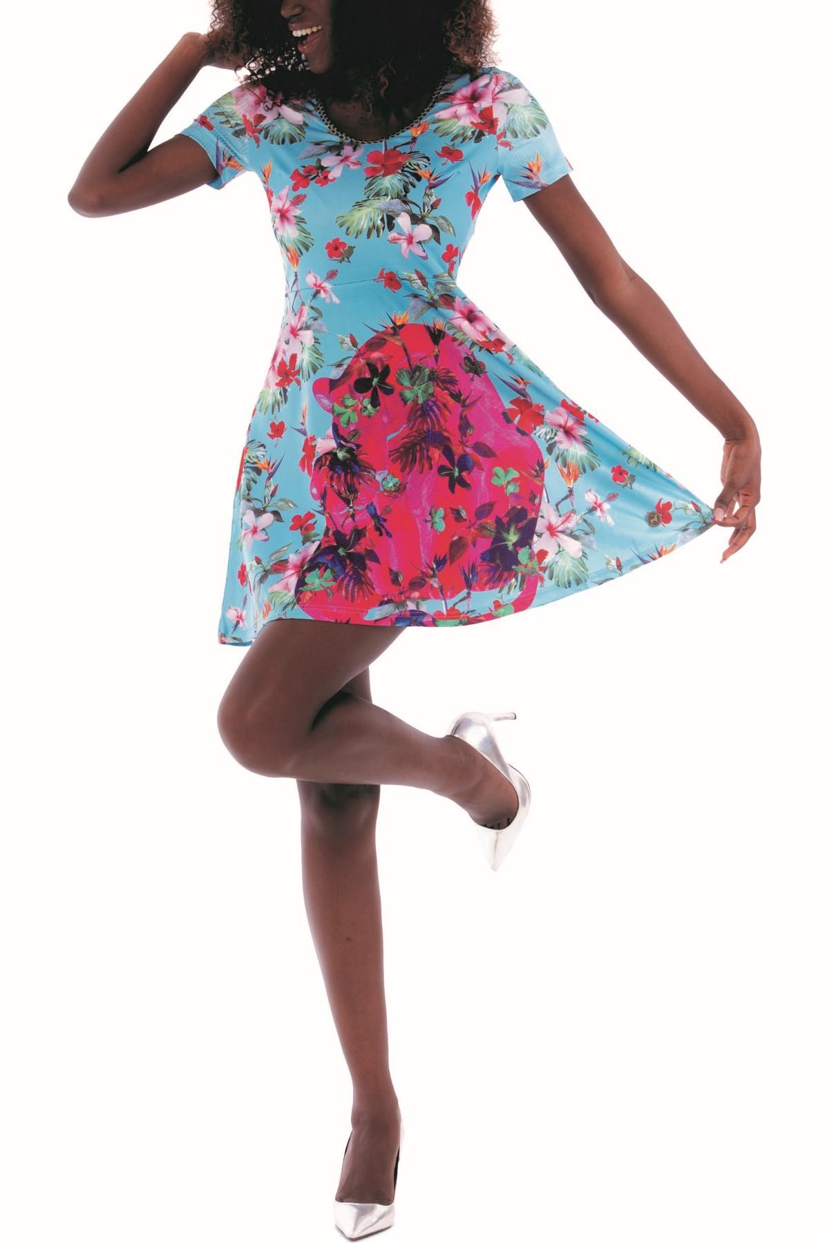 dd6171ed617 V těchto výrazných dámských šatech od značky Culito from Spain z kolekce  jaro léto 2018