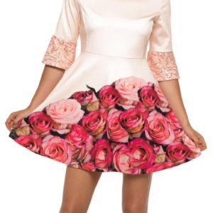 Jako krásné poupě růže budete v těchtošatech Culito from Spainz kolekce podzim/zima 2017. Právě motiv růžiček zdobí jejich sukni a vy si je zamilujete pro romantický design a atypický střih.